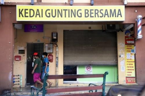 Kedai gunting: Netizen marah polisi berubah-ubah
