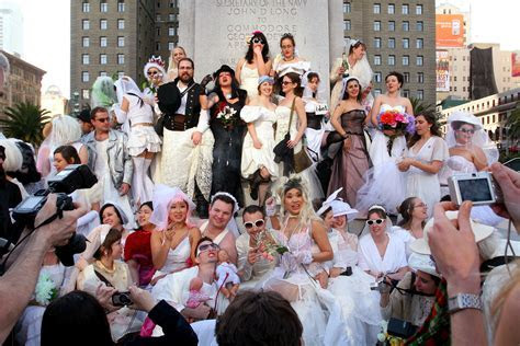 """Brides of March"" 2018 Wedding Dress Pub Crawl   SF"