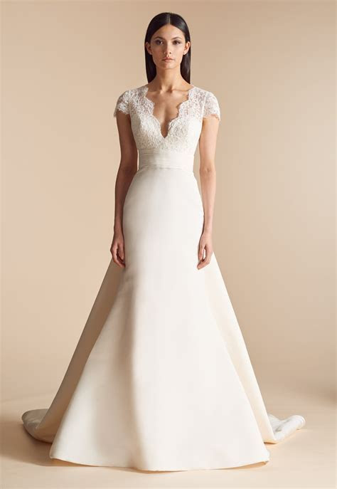 Choosing Between Dramatic and Simple Bridal Gowns for Your