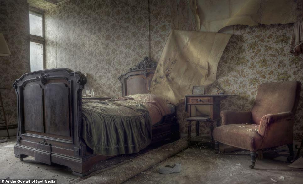 Inside Old Houses Bedroom