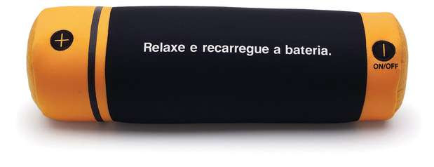 A almofada massageadora em formato de pilha é da Imaginarium. Preço: R$ 99,90. Informações: (11) 3034-1051 Foto: Divulgação