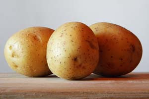 http://trucosdehogarcaseros.com/wp-content/uploads/2014/02/Patata-para-la-comida-salada.jpg