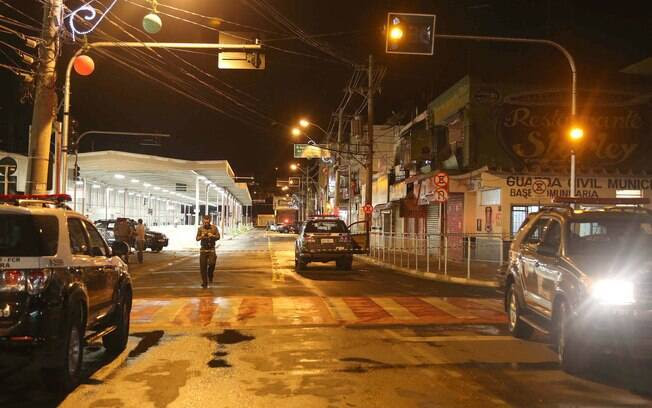 Área na qual houve tentativa de assalto e troca de tiros foi isolada pelos policiais da Rota