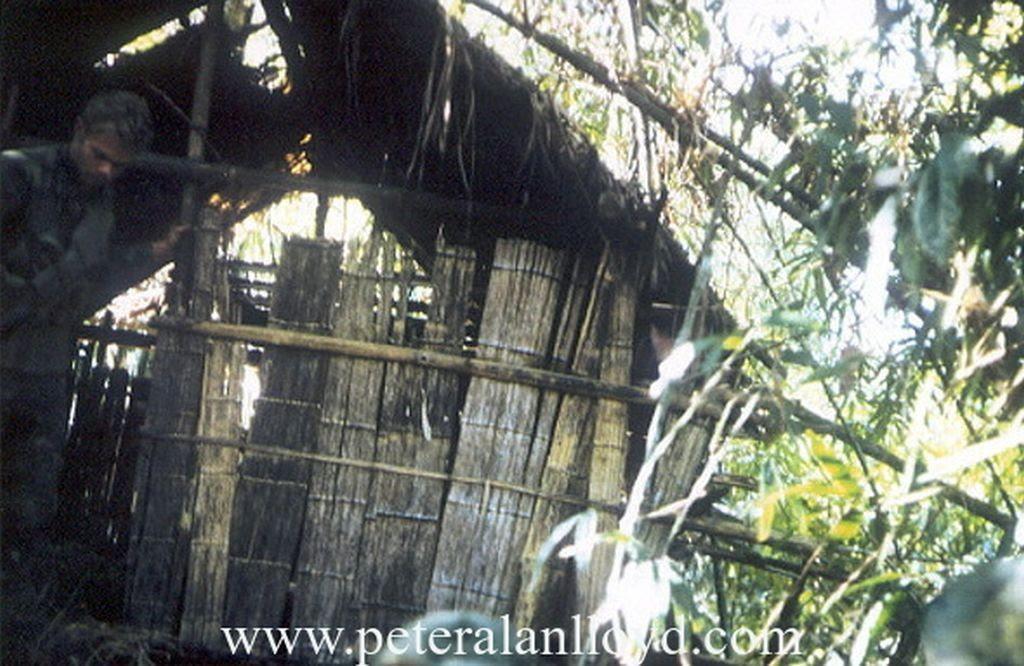 Một góc trại giam tù nhân của CSVN trong thời chiến. Nguồn: http://peteralanlloyd.com/