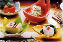 Для того чтобы насытиться небольшим количеством пищи, японцы используют маленькие тарелочки