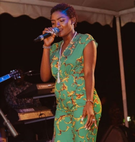 Simi Is Pregnant For Adekunle Gold… Fans Gossip After Sighting Her Bump