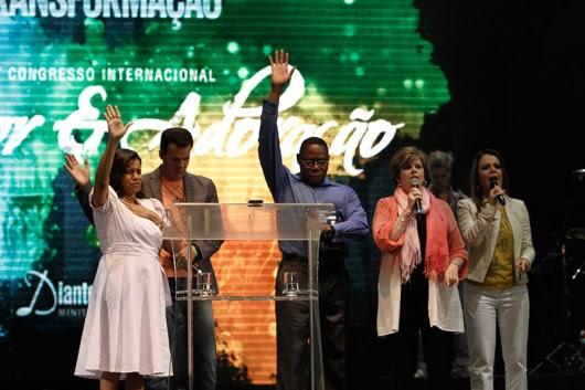 http://noticias.gospelmais.com.br/files/2013/06/congresso-louvor-adoracao-diante-trono-cindy-jacobs-profecia.jpg
