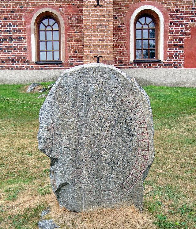 Skokloster-kyrkan-Rune-Stone-U679.jpg