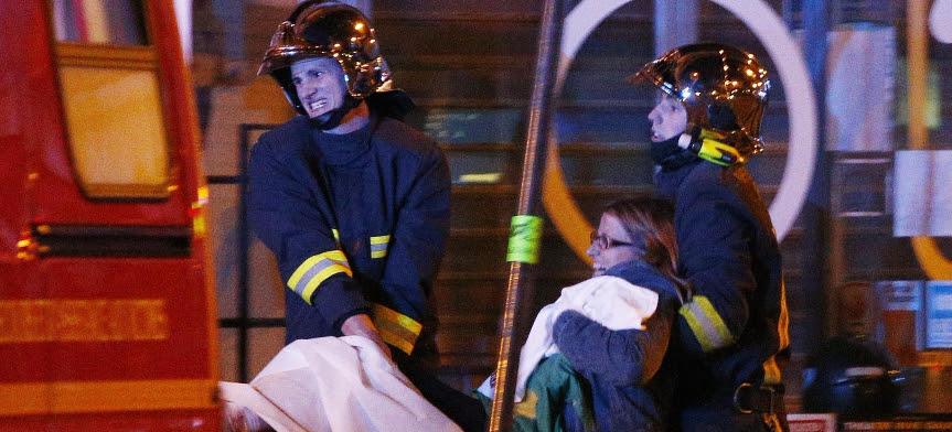 """Parigi sotto attacco: sei sparatorie e tre esplosioni, """"già 127 morti"""""""