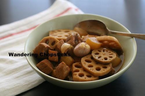 Thit Heo Kho Cu Cai Trang Cu Sen (Vietnamese Braised Pork with Daikon and Lotus Roots) 2