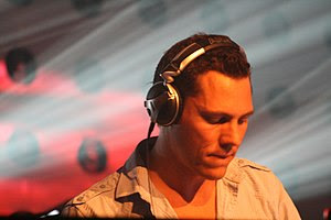 Tiësto performing on his Elements of Life Worl...