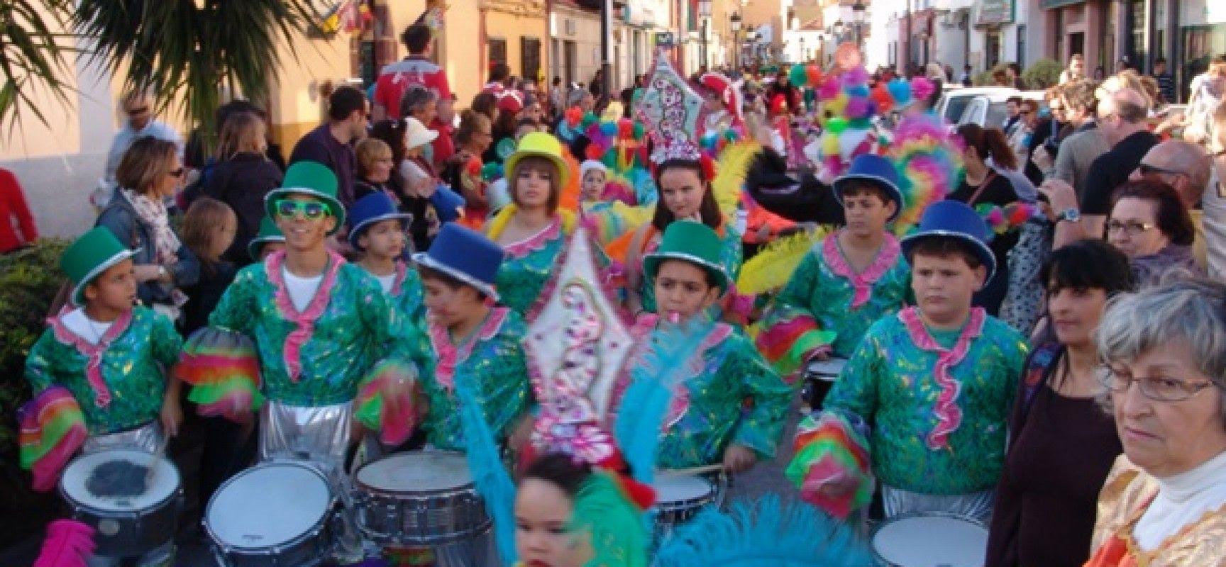 El Ayuntamiento de San Sebastian de La Gomera regula la participación de carrozas y coches engalanados