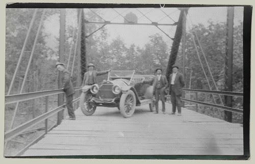 Pose on a bridge