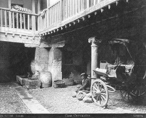 Patio de la Posada de la Sangre entre 1911 y 1920. Foto Abelardo Linares. The Hispanic Society of America