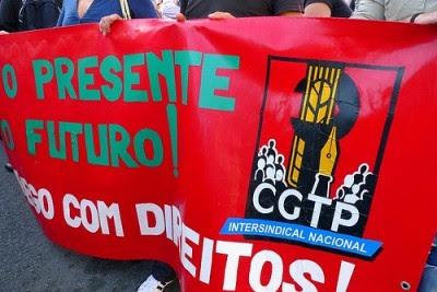 """CGTP accionará """"medidas legalmente admitidas"""" para responsabilizar Câmara do Porto por destruição de propaganda. Foto de Paulete Matos."""