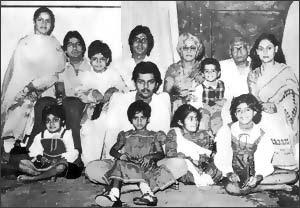 Romola, Ajitabh, Abhishek, Amitabh, Teji, Bhim, Bachchan, Jaya, Naina, Namrata, Abhijit Ranjan, Nilima and Shweta