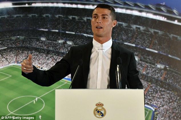 Estrella del Real Madrid Cristiano Ronaldo se ha comprometido a seguir jugando hasta los 41 años