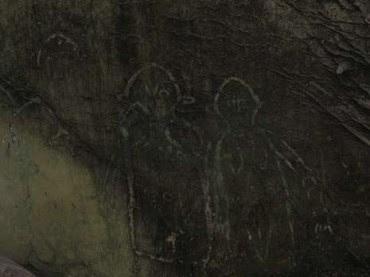 Tim Arkeolog menemukan fenomena misterius di bebatuan Tanjung Bicari Misteri Lukisan Kuno Berbentuk Alien di Papua
