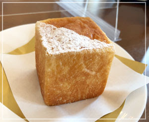 おまけのパンまでがすごく美味しいし……(しかしお腹一杯だし……)