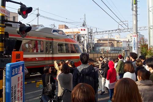下北沢駅に入っていくロマンスカー