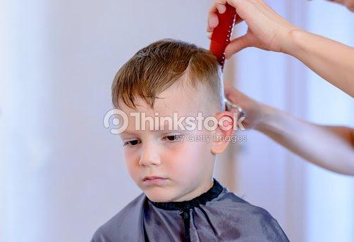 Friseur Haare Schneiden Eines Jungen Stock Foto Thinkstock