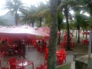 Quiosque em praia onde turistas morreram no litoral de SP (Foto: LG Rodrigues/ G1)