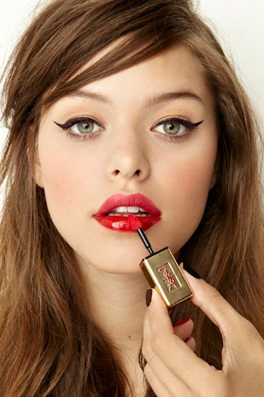 LE FASHION BLOG BEAUTY CRUSH TWO TONE LIPS CAT EYELINER CAT EYES NASTY GAL LESSONS FROM THE PROS STACEY NISHIMOTO MAKE UP ARTIST SIDE SWEPT HAIR PARTY BEAUTY INSPIRATION NARS PURE MATTE LIPSTICK IN CARTHAGE MATTE AND GLOSSY MIX 3 photo LEFASHIONBLOGBEAUTYCRUSHTWOTONELIPSCATEYELINER3.jpg