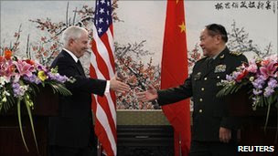US Secretary of Defense Robert Gates and Chinese Minister of National Defense General Liang Guanglie in Beijing (10 Jan 2011)