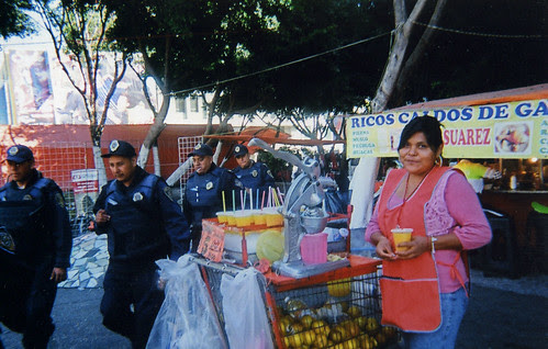 Buying fresh OJ in Pino Suarez
