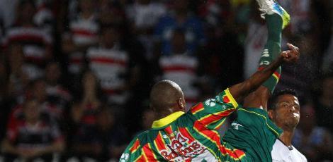 Sampaio jogou melhor do que o Santa e venceu por 2x0 / Diego Nigro/JC Imagem