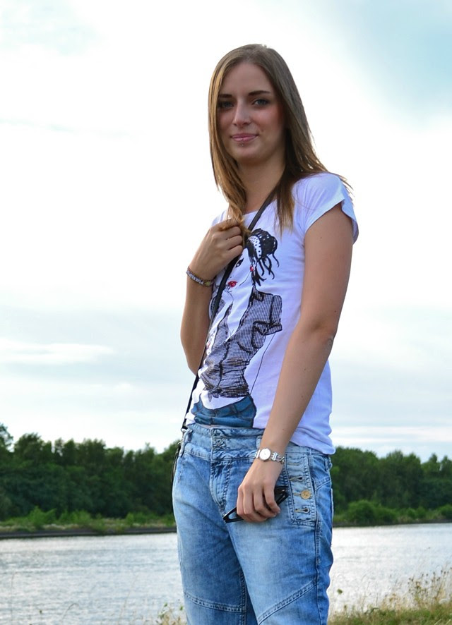terranova tee t shirt pull and bear baggy jeans zara basic sandals heels water fashion blogger turn it inside out belgium outfit outfitpost