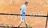 Νεκροί, διασωληνωμένοι, χωρίς ΜΕΘ, με την οικονομία στον γκρεμό και την κοινωνία στα κάγκελα και ο ανέμελος πρωθυπουργός μας παίζει τένις…