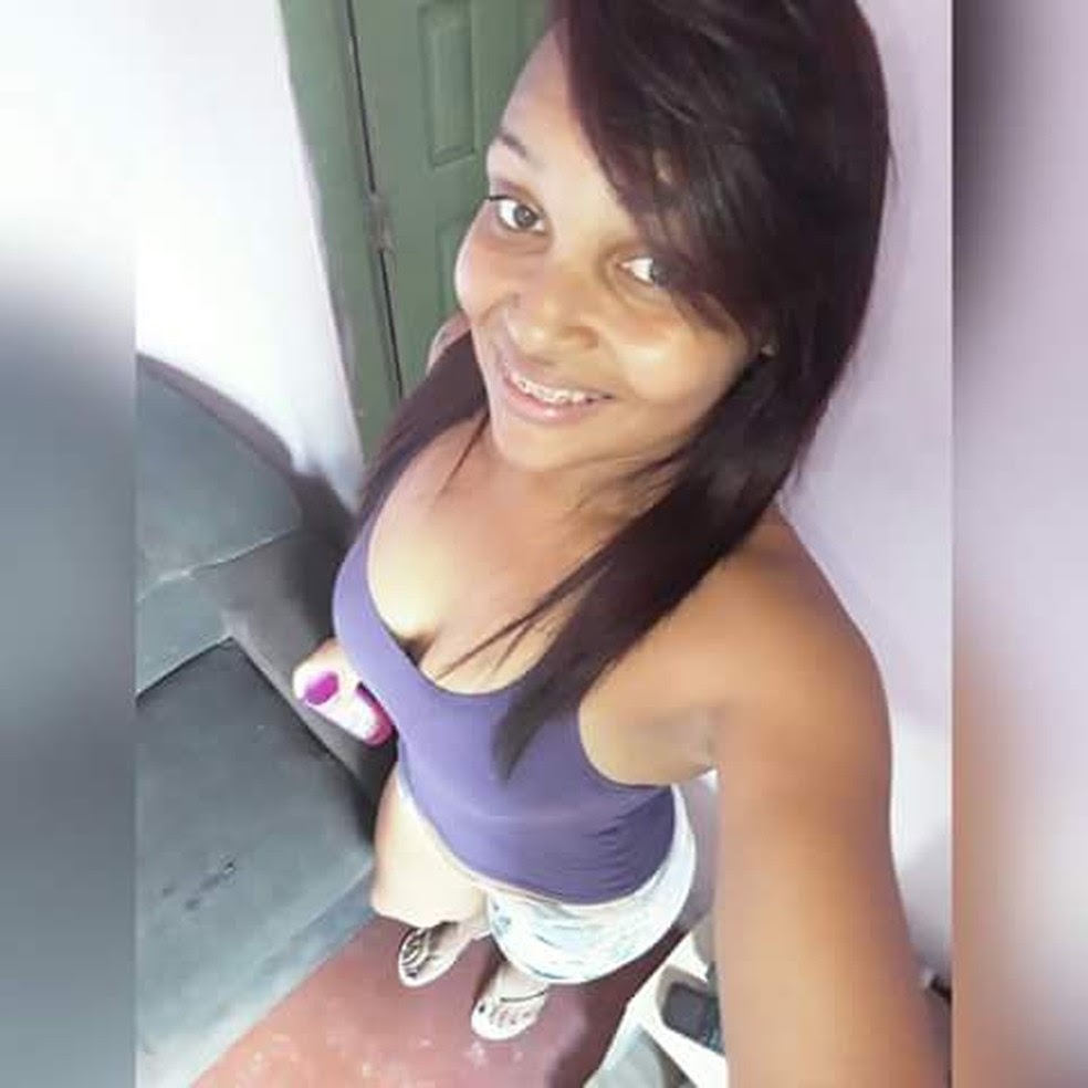 Jovem de 26 anos foi encontrada morta a facadas dentro de casa  (Foto: Arquivo Pessoal )