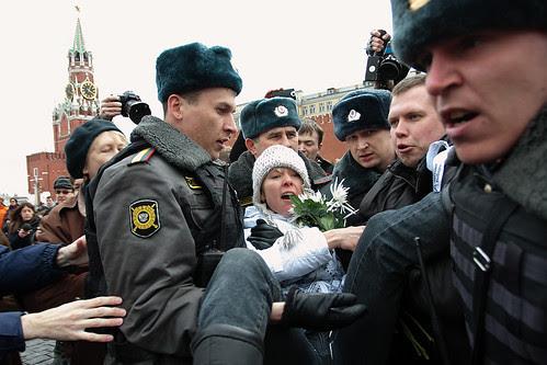 Задержание Евгении Чириковой на Красной площади в Москве, 8 апреля 2012 by hegtor
