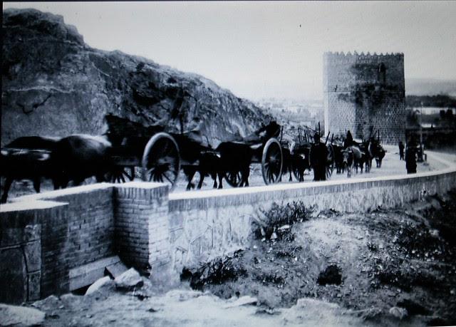 Bajada hacia el Puente de San Martín a principios del siglo XX