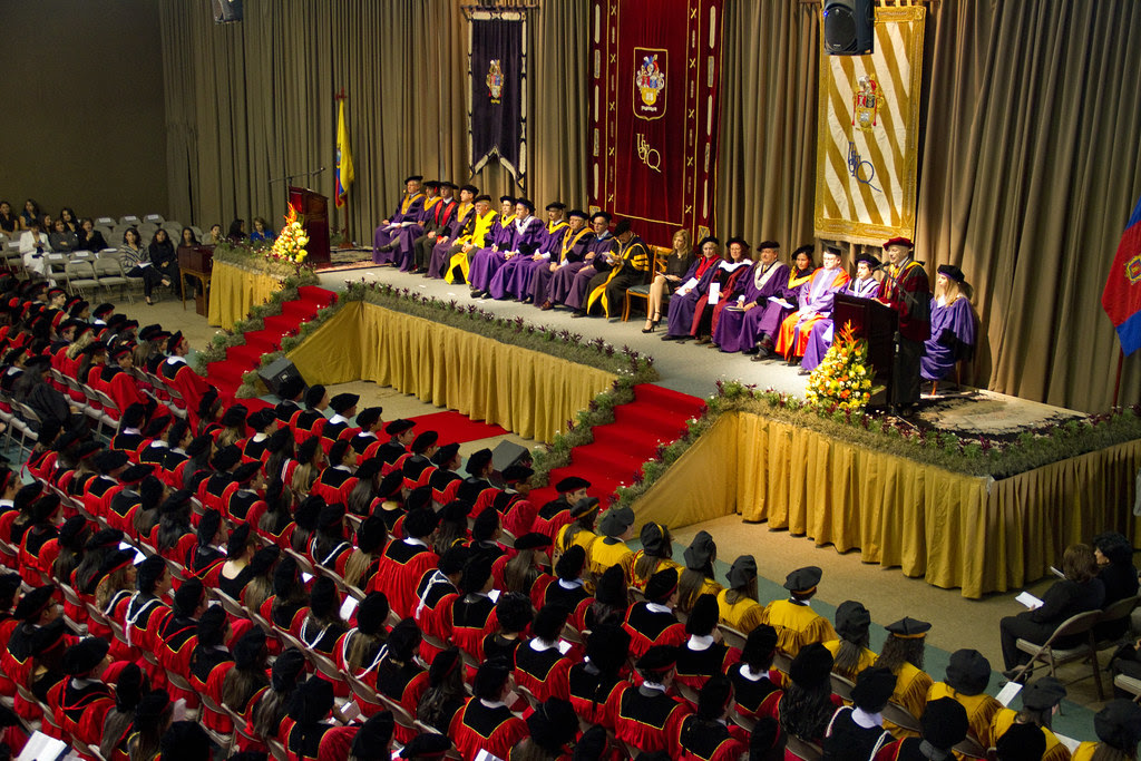 Trigésimo Tercera Ceremonia de Graduación - Clase USFQ 2011: ¡Les deseamos éxito y felicidad a todos nuestros graduados!