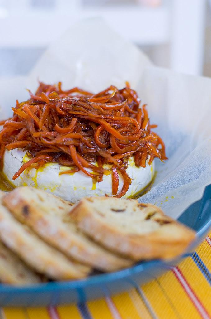 Camembert porgandiga / Grilled camembert with honey glazed carrots