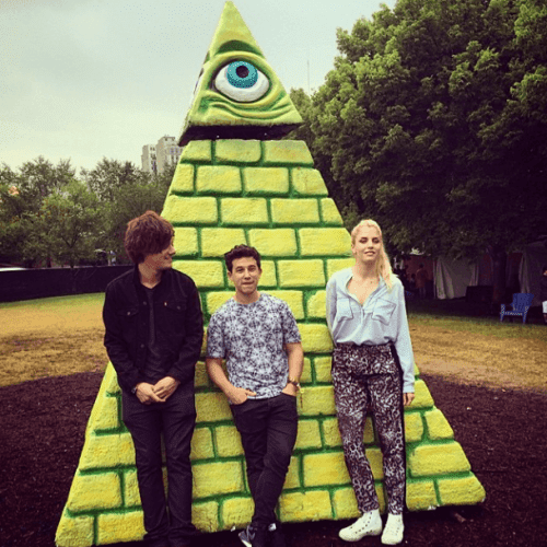 Here's London Grammar chilling in front of an Illuminati pyramid at Lollapalooza. Did I ever tell you that the music industry is completely ruled by the Illuminati? And that the omnipresence of its symbolism is proof of it? I think I did.