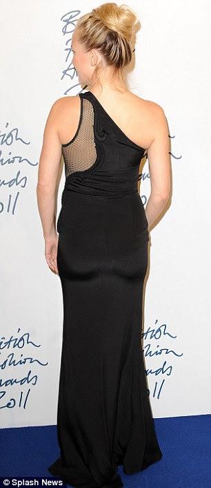 Hot mama: Kate Hudson estava linda em um vestido preto sexy sheer como ela posou para os fotógrafos