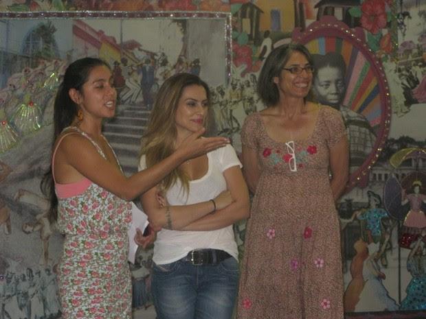Cléo Pires recebe aula de história do nascimento do samba (Foto: Alba Valéria Mendonça/ G1)