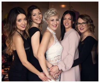 Πάτρα: Οι πόζες της νύφης που κάνουν θραύση στο facebook - Ο γάμος του μήνα (Φωτό)!