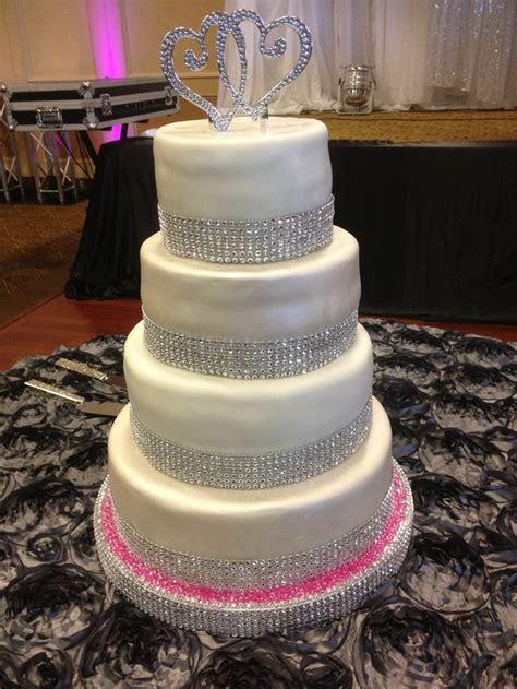1000  images about Cakes on Pinterest   Blue bouquet, Blue