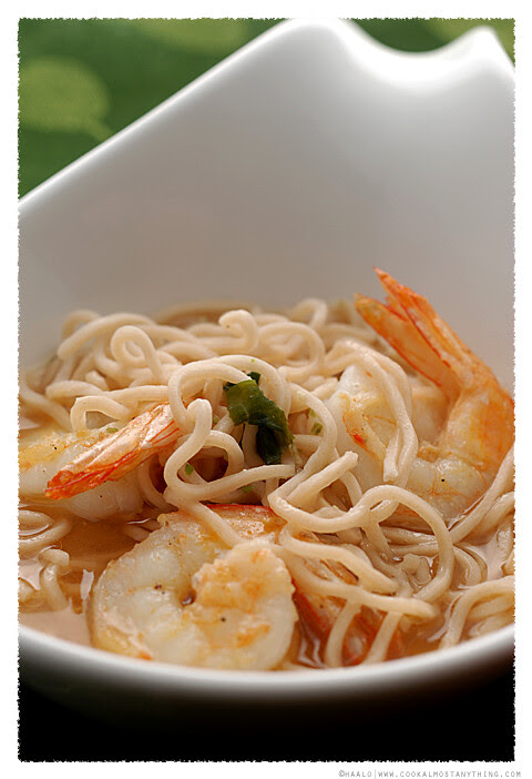 seaweed ramen with prawns© by Haalo
