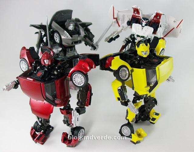 Transformers Cliffjumper Alternity vs Bumblebee vs Megatron vs Starscream - modo robot