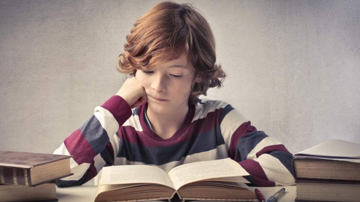 http://im1.7job.gr/sites/default/files/imagecache/1200x675/article/2018/07/253003-o-child-reading-facebook.jpg
