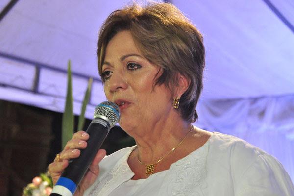 Na missa em ação de graças pelo aniversário da governadora, ela faz um pronunciamento emocionado