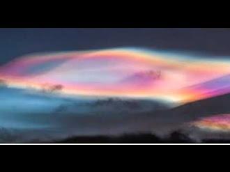 Rare Aurora Borealis Appear above the Arctic Circle, Tromsø in Norway / Extraña Aurora Boreal en Tromsø, Noruega