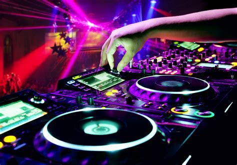 How Much Does A DJ Cost?   Jukeboxx Media