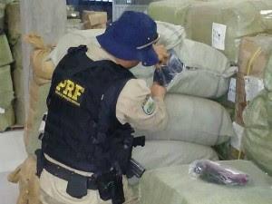 Segundo a PRF, produtos abasteceriam Feiraguai, alémd eoutros mercados populares (Foto: Divulgação/Polícia Rodoviária Federal)