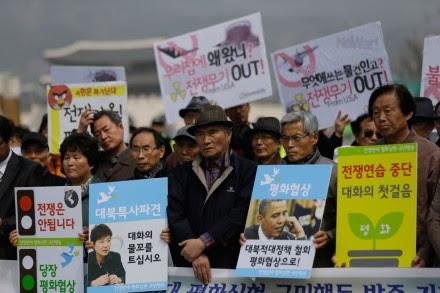 Pacifistas surcoreanos protestan contra el conflicto entre Corea del Norte y EU. Foto: AP